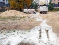 Budowa w mieście ogromnie zanieczyszcza ziemię z toksycznym wa obraz stock