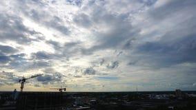 Budowa, wieżowiec, budynek, wierza, żuraw i niebo, zdjęcie wideo