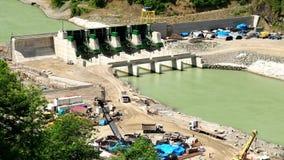 Budowa wodna elektrownia na halnej rzece zbiory