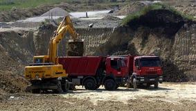 Budowa z ciągnikami i usyp ciężarówką Zdjęcia Royalty Free