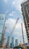 Budowa z dźwigowego i wysokiego budynku tłem Fotografia Stock