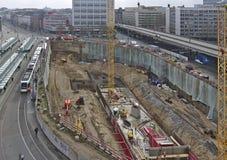 Budowa z ekskawacją, maszyny ciężkie, żurawie, tramwaj Zdjęcie Stock