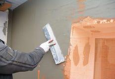 Budowniczego gipsowania ściana z szpachelką, fiberglass siatka, tynk siatka po piankowej sztywno izolacji zdjęcia royalty free