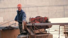 Budowniczego rozcięcia długa szpilka z specjalną maszyną zdjęcie wideo