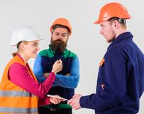 Budowniczowie i inżyniera argumentowanie, nieporozumienie Krajowej dyskusi pojęcie Zdjęcie Stock