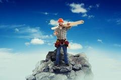 Budowniczy z długimi drewnianymi deskami Zdjęcia Stock
