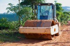 Budowy drogi maszyneria w wiosce obrazy stock