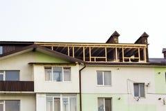budowy miejsce otokowy domowy nowy mieszkaniowy Dekarstwo otoczka a Fotografia Royalty Free