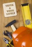 Budowy pojęcie z ciężkiego kapeluszu pracującymi narzędziami Zdjęcia Royalty Free