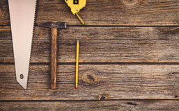 Budowy wyposażenie i narzędzia tło Drewniany stół od odgórnego widoku Zdjęcie Royalty Free