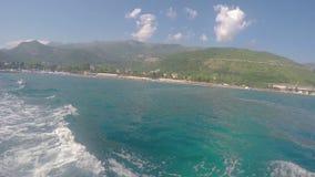 Budua, Montenegro - 28 giugno 2016: Mare adriatico e montagne Fotografia Stock Libera da Diritti