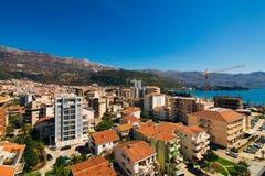 Budua, Montenegro, la vista dal grattacielo nella c Fotografia Stock