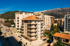 Budva, Черногория, взгляд от многоэтажного здания в c Стоковая Фотография RF