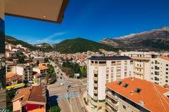 Budva, Черногория, взгляд от многоэтажного здания в c Стоковое фото RF