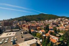 Budva, Черногория, взгляд от многоэтажного здания в c Стоковые Фотографии RF