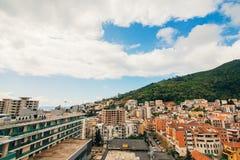 Budva, Черногория, взгляд от многоэтажного здания в c Стоковая Фотография