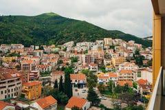 Budva, Черногория, взгляд от многоэтажного здания в c Стоковое Изображение