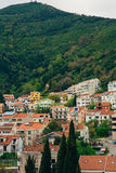Budva, Черногория, взгляд от многоэтажного здания в c Стоковое Фото