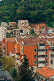 Budva, Черногория, взгляд от многоэтажного здания в c Стоковое Изображение RF