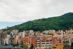 Budva, Черногория, взгляд от многоэтажного здания в c Стоковые Изображения RF