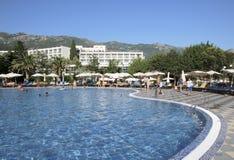 "BUDVA, BECICI, MONTENEGRO-†""ein Swimmingpool, das Urlaubshotel Iberostar Bellevue stockfotos"