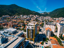Budva dans Monténégro, ville nouvelle, photographie aérienne Photographie stock libre de droits