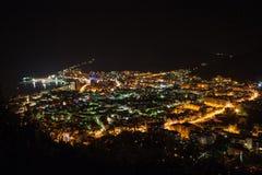 Budva en la noche Fotos de archivo