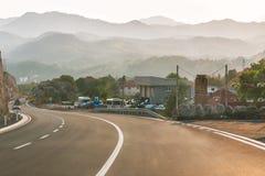 Budva, Montenegro - 26 de agosto de 2017: Camino en la montaña, Montenegro de la carretera Imagen de archivo libre de regalías