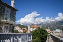 Budva-Zitadelle mit Ansicht auf Gebirgshintergrund und alte Stadt, Montag Lizenzfreies Stockfoto