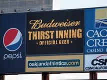 Budweiser-Durst-Inning * offizielles Bier * Zeichen auf Digitalanzeige lizenzfreies stockbild