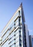 Budynek biurowy na niebieskiego nieba tle Zdjęcia Royalty Free