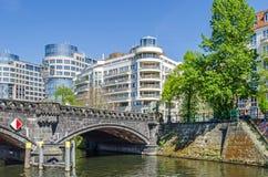 Budynek biurowy Spreebogen i Moabiter most w Berlin Fotografia Royalty Free