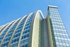 Budynek biurowy wzrasta niebo Zdjęcia Stock
