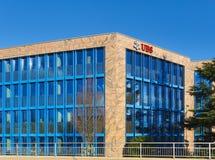 Budynek biurowy znoszący znaka UBS firma w Glattbrugg, Szwajcaria zdjęcie stock