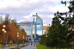 Budynek centrum biznesu plac w Tyumen w fa Obrazy Stock