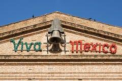 Budynek fasada z Viva Meksyk Obraz Stock