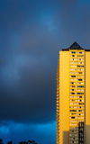 Budynek i burzy chmura Obrazy Royalty Free