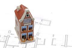 Budynek mieszkalny na górze architekta planu zdjęcie stock