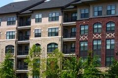 Budynek Mieszkaniowy Cegła i Stiuk Obrazy Stock
