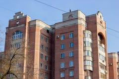 Budynek mieszkaniowy w czerwieni Obrazy Stock