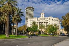 Budynek Militarna baza i biurowy drapacz chmur Edifici dwukropek obrazy royalty free