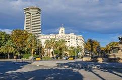 Budynek Militarna baza i biurowy drapacz chmur Edifici dwukropek zdjęcia royalty free