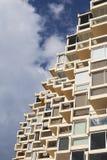 Budynek powierzchowność i chmurny niebieskie niebo Zdjęcie Royalty Free