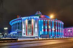 Budynek Rosyjski cyrk przy nocą z barwioną DOWODZONĄ oświetleniową fasadą Rosja, Tula, Sovetskaya ulica Obraz Stock