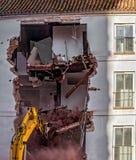 Budynek rozbiórka z hydraulicznym ekskawatorem Obraz Royalty Free