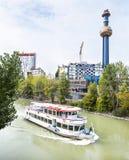 Budynek Wiedeń grzejna roślina Projektująca Friedensreich Hundertwasser w Austria. Zdjęcia Stock