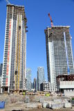 budynków budowy metalu nowożytne deski target1676_1_ pod drewnianym Fotografia Royalty Free