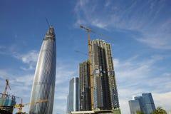 budynków budowy metalu nowożytne deski target1676_1_ pod drewnianym Obrazy Stock