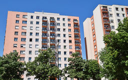 budynków mieszkaniowy porcelanowi Dalian elektryczności grupy pilony Obrazy Royalty Free