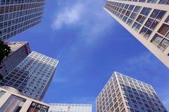 budynków mieszkaniowy porcelanowi Dalian elektryczności grupy pilony Obraz Stock